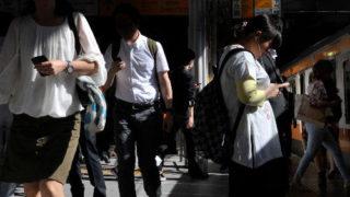 歩きスマホに罰金・罰則は必要?「絶対取り締まるべき!」