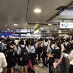 京成船橋駅が混雑しすぎてディズニー状態【現在の様子】京成線・東中山駅での人身事故