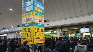 新橋駅で人身事故(東海道線) 「駅混雑し過ぎて入場規制」「エグいことなってる」