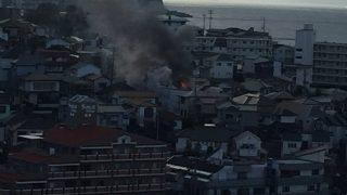 明石市朝霧南町で火事。「道が狭くて消防車や救急車が通れない」「黒い煙あがってる」-兵庫県