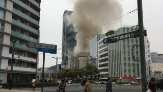広島駅前で火事。「呪われてる?」「黒煙が上がってる」「ミサイルが落ちたようになってる」