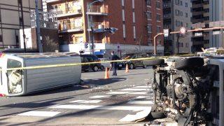 西浅草3丁目交差点で事故。渋滞発生(浅草国際通りや言問通り) 「トラックがひっくり返ってる」