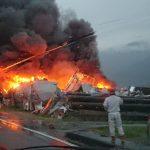 池田町で火事(岐阜県揖斐郡)「煙がやばいことなってる」「消防車大量」